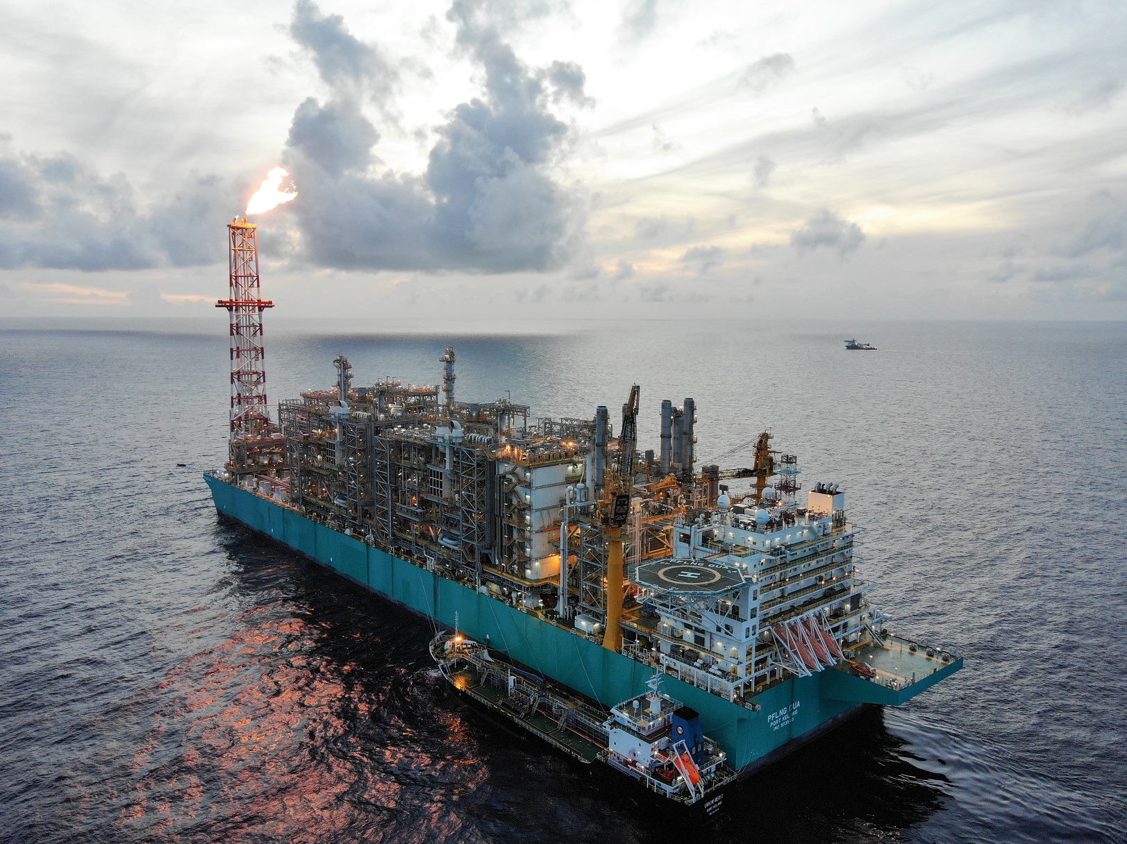 PETRONAS Floating LNG DUA Marks Its Commissioning With The Production Of First LNG FLNG PFLNG Dua
